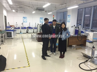 Indian customer came to our factory for visiting handheld fiber laser marker