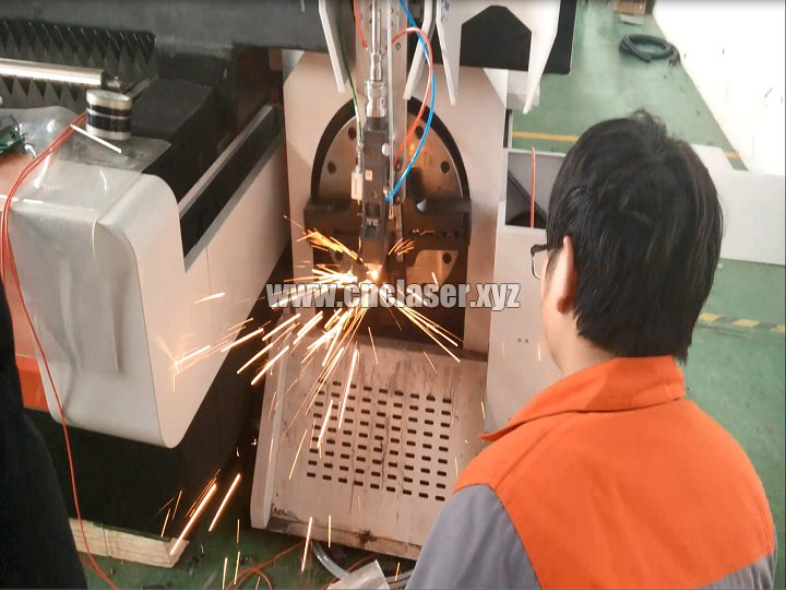 Pipe fiber laser cutting system for cutting square tube