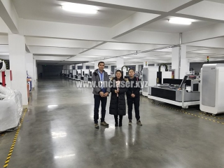 New Zealanders client visited our fiber laser cutting machine factory