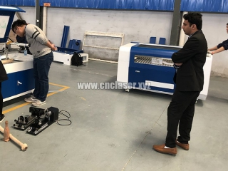 Our client test co2 laser wood cutter machine at our factory