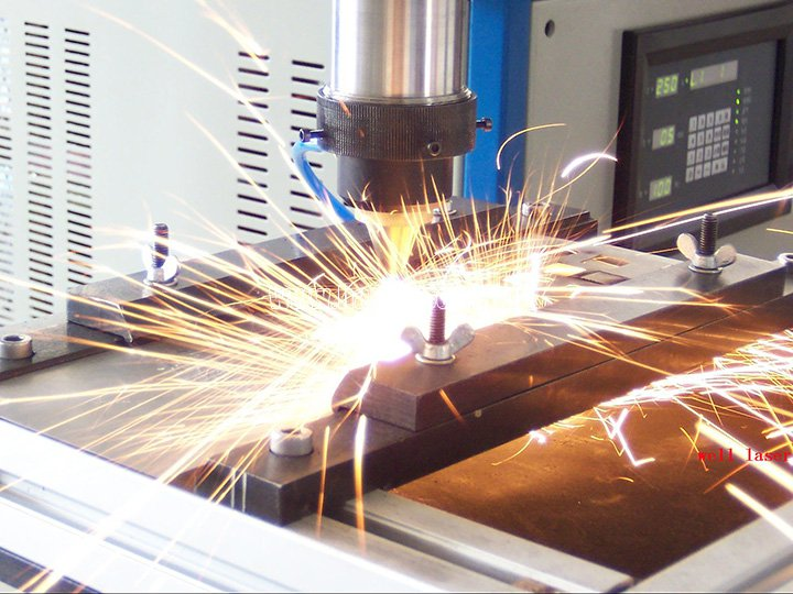 CO2 laser cutting machine in the shipbuilding industry