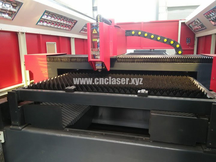 Exchanging working table of High power laser cutting machine for metal with IPG fiber lasers