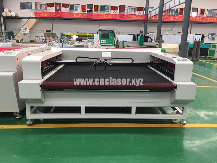 CO2 Laser Cutter for Cutting Cloth Patch with CCD Camera